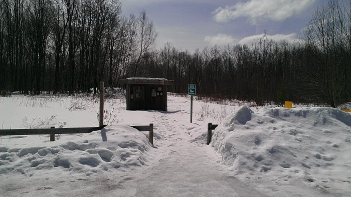 The kiosk at the Mud Pond Trail.